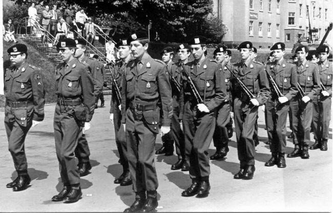 Parade à Kassel. Dissolution des Forces de Couverture. Mdl Vanvinckeroi, Mdl Denison, Mdl Boulanger,