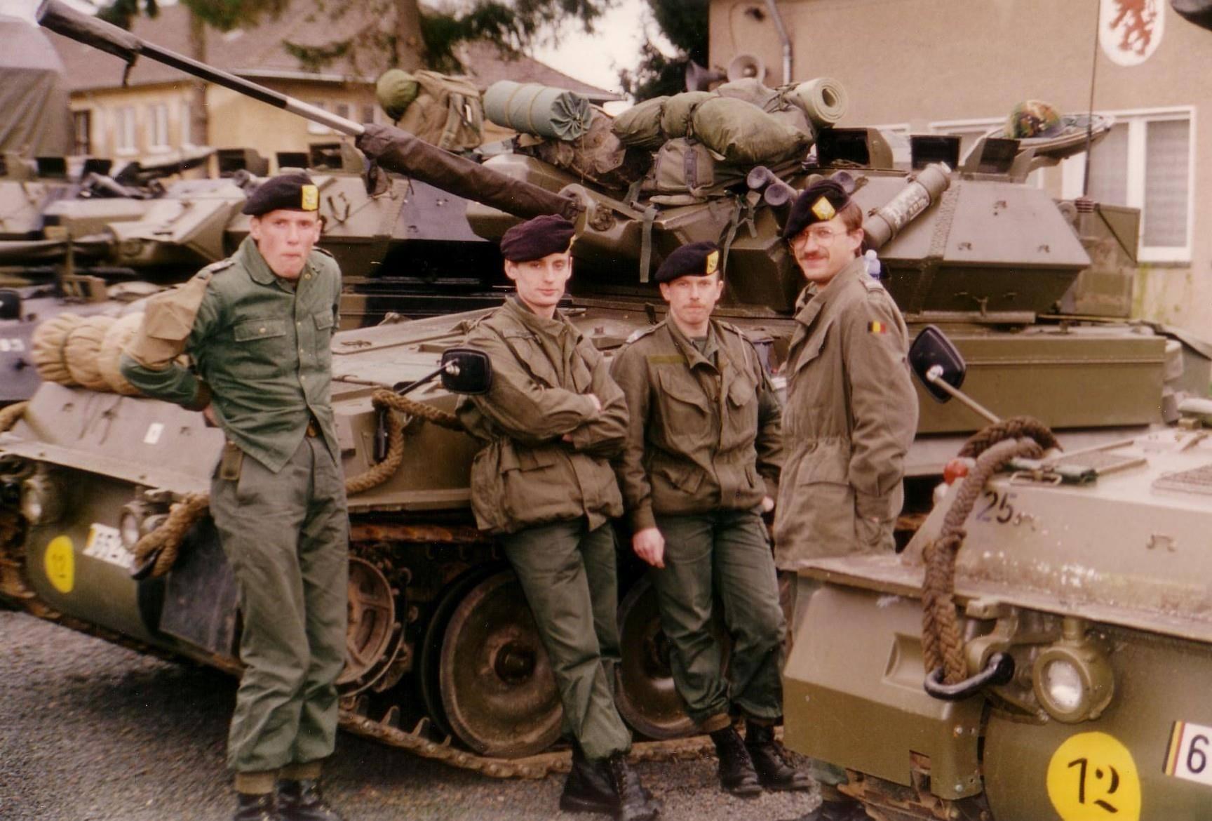 Réception des véhicules, munitions et briefing avant le départ. avec Tatton, Luc Rousseau et Joël