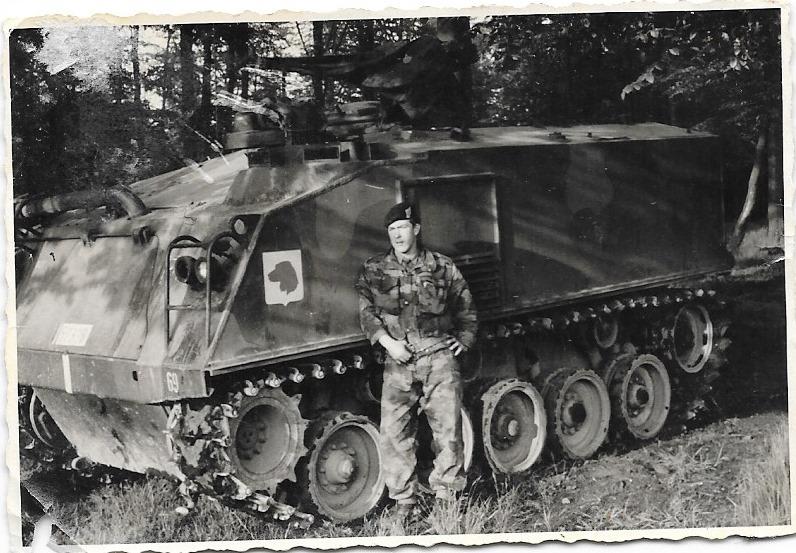 Toujours en manoeuvre ,le M75 engin terrible. Dans la plaine à coté de la caserne (werl) nous faisions la course , un le M75 l'autre avec le M41. Ont s'amusais à l'époque !!!