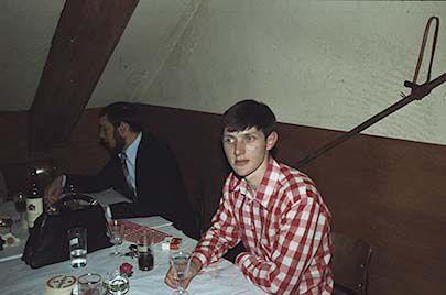 Jean Battard en pleine conversation et moi  avec un verre vide