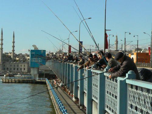 Pêcheurs au pont de Galata