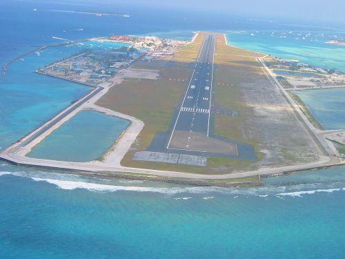 Atterrissage aéroport INTL de Malé