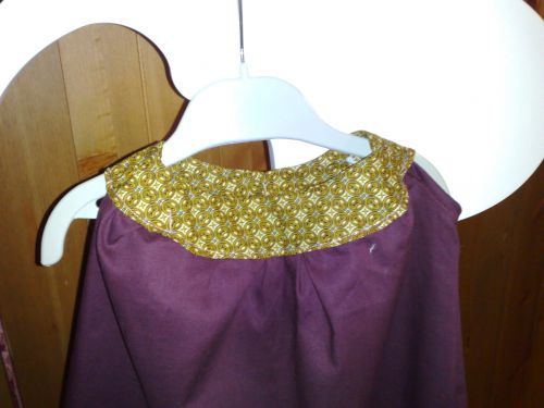 détail devant- robe à col rond