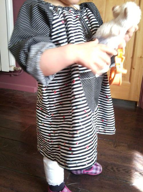 robe manche raglan, noire et blanche rayée, 2 ans