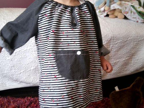 robe , manche raglan, noire et blanche rayée, 2 ans