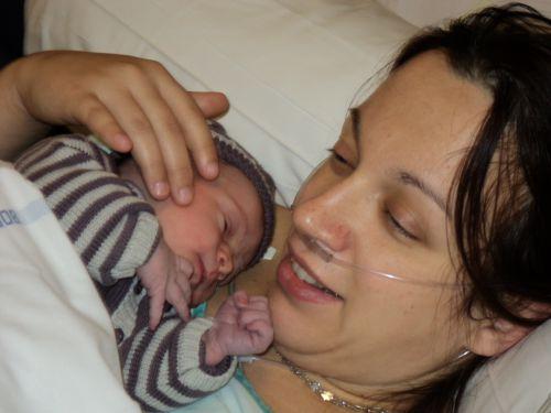 Premier calin avec maman (3)