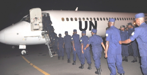 The_officers_boarding_a_UN_plane_at_Kigali_International_Airport.JPG