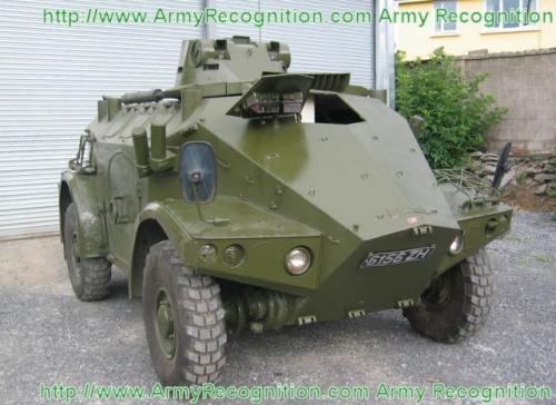 Panhard_M3_wheeled_armoured_vehicle_personnel_carrier_Irish_Army_Ireland_640.jpg