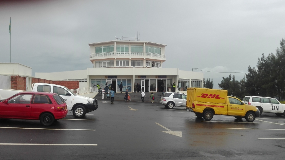 Kamembe_Airport_from_the_outside_2017_2.jpg