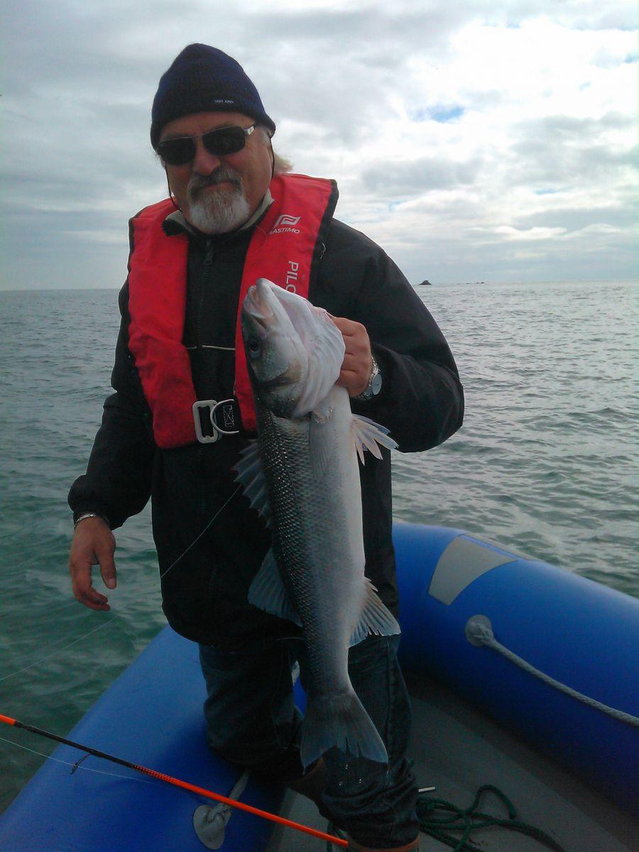 Didier en traction/dandine lointaine attelera avec son Swat Delalande, son plus gros poisson en bateau...