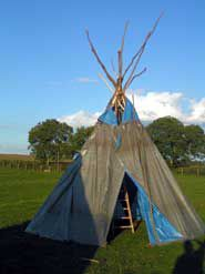 construire un tipi z 39 nimos la fermette. Black Bedroom Furniture Sets. Home Design Ideas