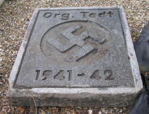 plaque d'inauguration base aérienne de conches en ouche 1941-1942