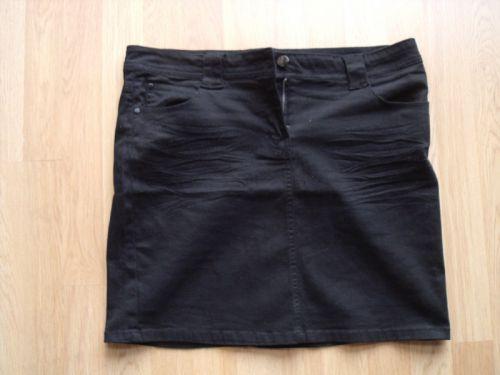N° 17 Jupe courte noire
