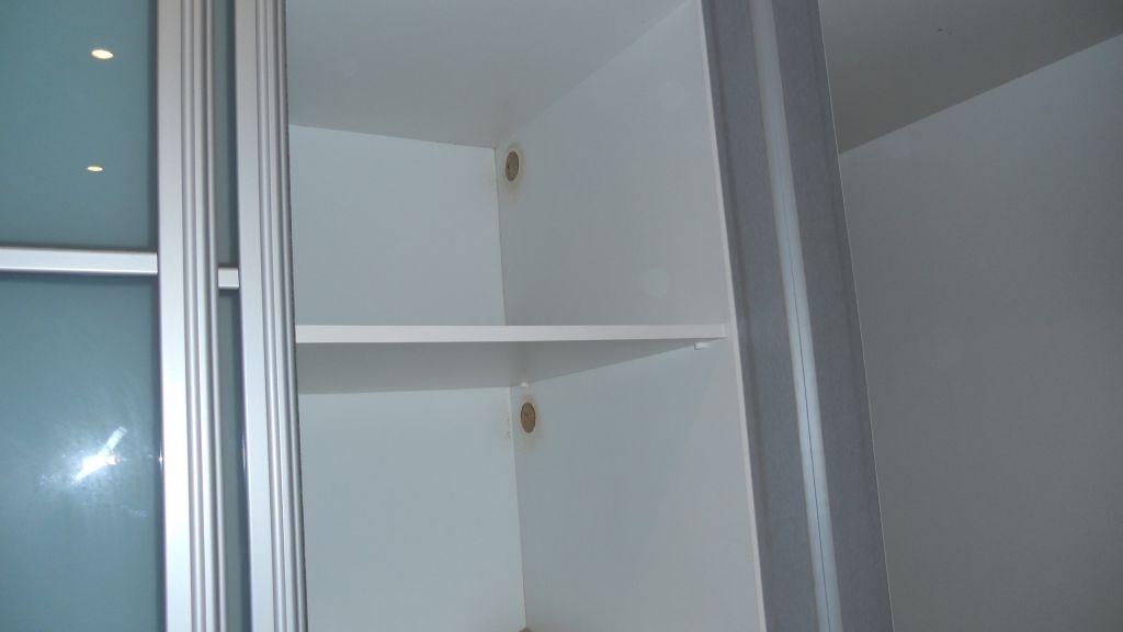 comment liminer les odeurs d 39 humidit dans un placard. Black Bedroom Furniture Sets. Home Design Ideas