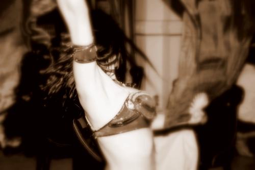 danseuse_orientale_marseille_iman_fernandez_les_roses_du_djenaa.JPG