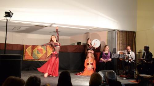 Spectacle_marseille_escales_en_orient_iman_fernandez_nathalie_diebold_naomi_hakimi_layali_zaman_musiciens_danseuses_1.png