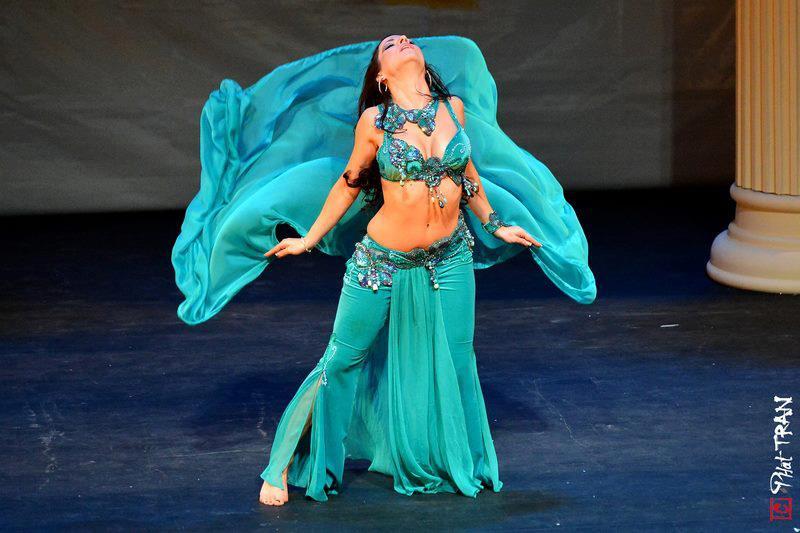 Photos_spectacle_danseuses_orientales_Roxane_Djamila_Hannan_toulouse_2.jpg