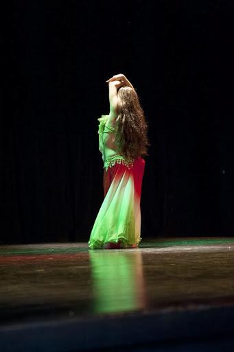Photos_spectacle_danseuses_orientales_marseille_iman_compagnie_les_roses_du_djenaa_2.jpg