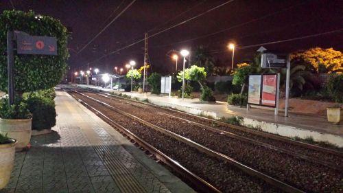 gare  à 4 heures du matin