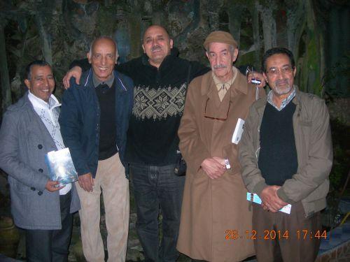 hassan le fédalien entouré par les amis