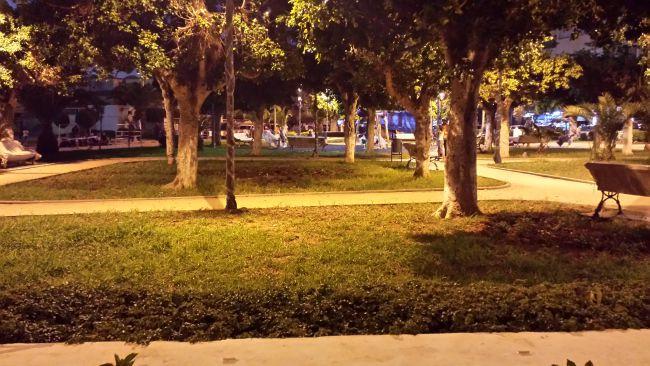 jardin de la mosquée rédouane la nuit