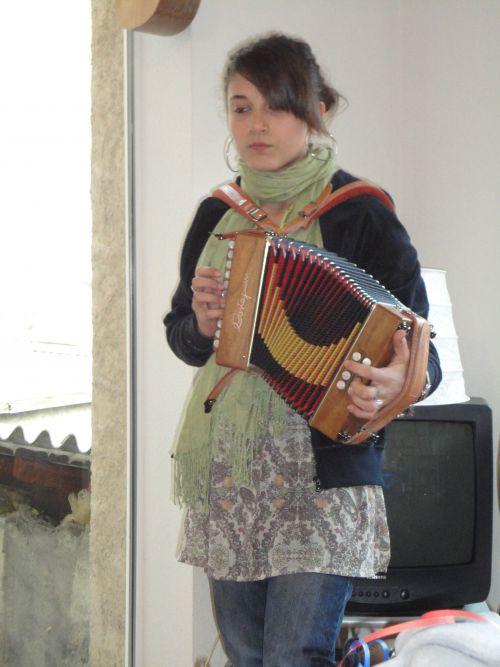 Rémina nous a fait l'honneur d'amener son accordéon et de jouer quelques morceaux!
