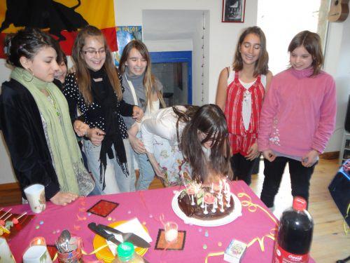 Attention que les cheveux ne prennent pas feu avec les 14 bougies!