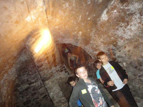 On se croirait dans les douves du château...brr, des araignées partout!
