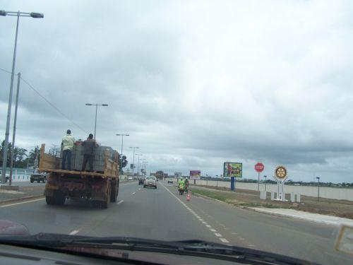 route (principale) près de l'aéroport
