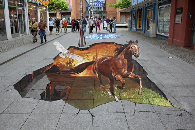 street-art- Horse nikolaj-arndt6.jpg