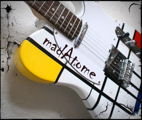 Madatome Guitare Mondrian.jpg