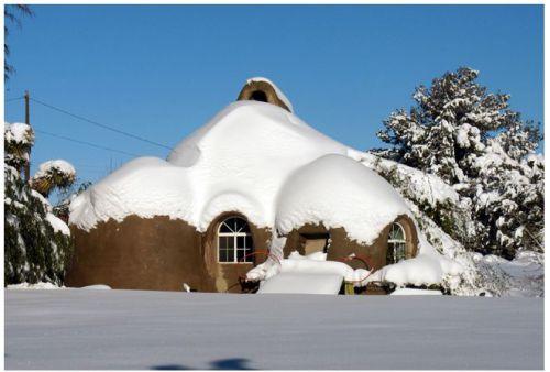 maison en sacs de terre de 50m2 pour 8700 construite 3 en 8 jours d croissance. Black Bedroom Furniture Sets. Home Design Ideas