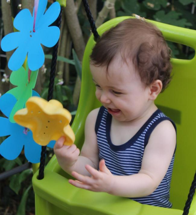 Titouan, nous avons été ensemble quelques mois entre ton ancienne nounou et la crêche ! petit garçon toujours avec le sourire , je te souhaite de belles choses à la crêche !