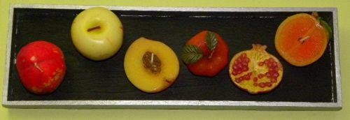 Tableau de bougies-fruits en relief