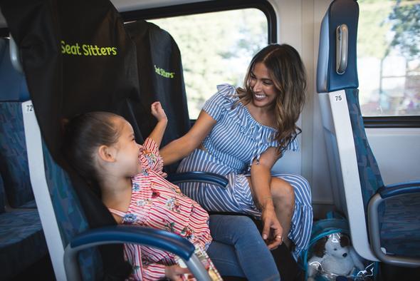 seat sitters housse fauteuil maman et fille.jpg