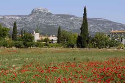 A 0 . Aubagne, ma ville et le Garlaban, colline chère à Pagnol.