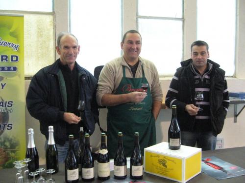bjlais nouveau 2013 marché 006 viticulteurs.JPG