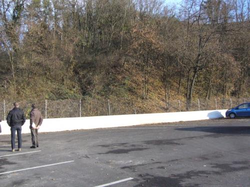 Tracé passage Leclerc réalisé l'escalier arrivera à hauteur de l'automobile bleue.JPG