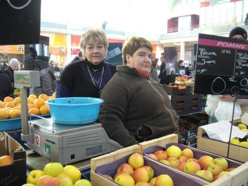 marché jour de l'an 019Mère et fille Desmaris.JPG