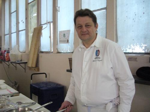 marché 1 juin chef Degand ferme du poulet 001.JPG