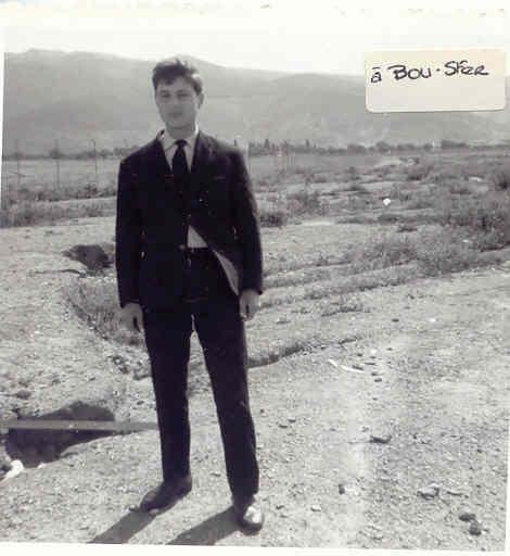 Jean-Claude Balandras sur la piste de la base aérienne de Bou Sfer jour du départ en 1967.jpg