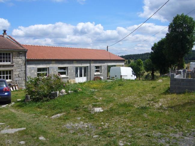 Auvergne juillet 2010 022 chez Alain agrandissement de son atelier Bugeac.JPG