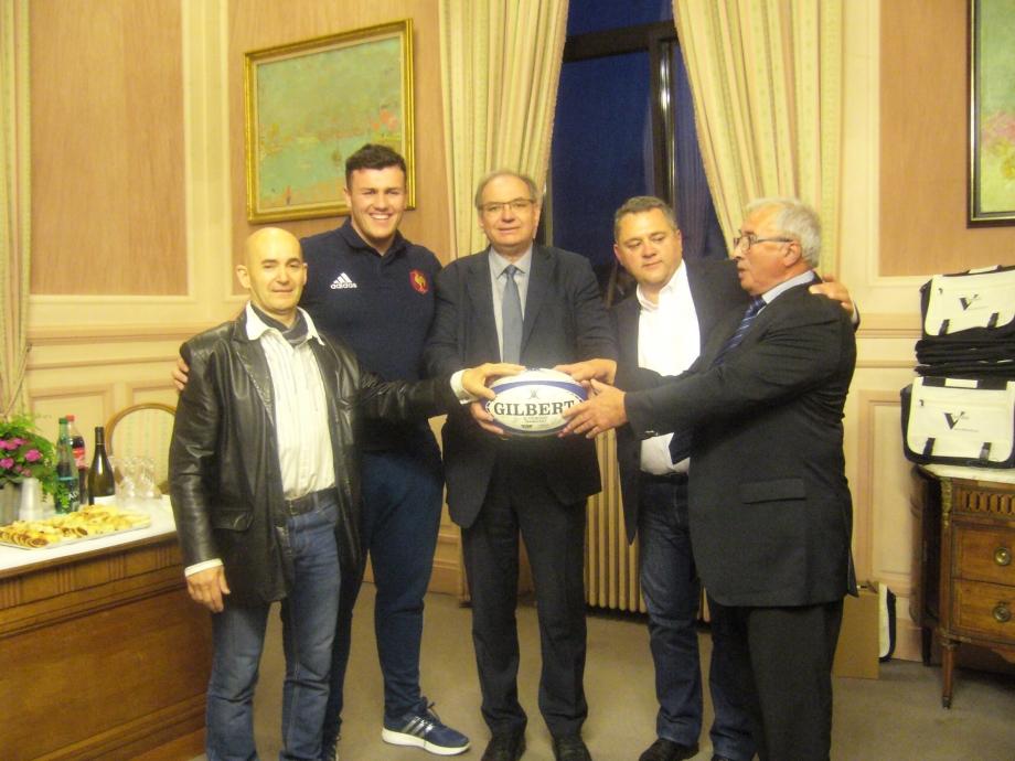ballon offert au maire.jpg