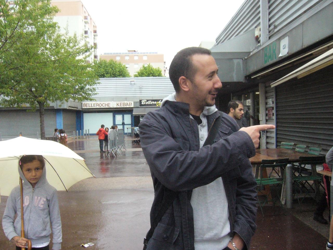 fdq Rachid Boudina est venu faire le tour de ses troupes.jpg