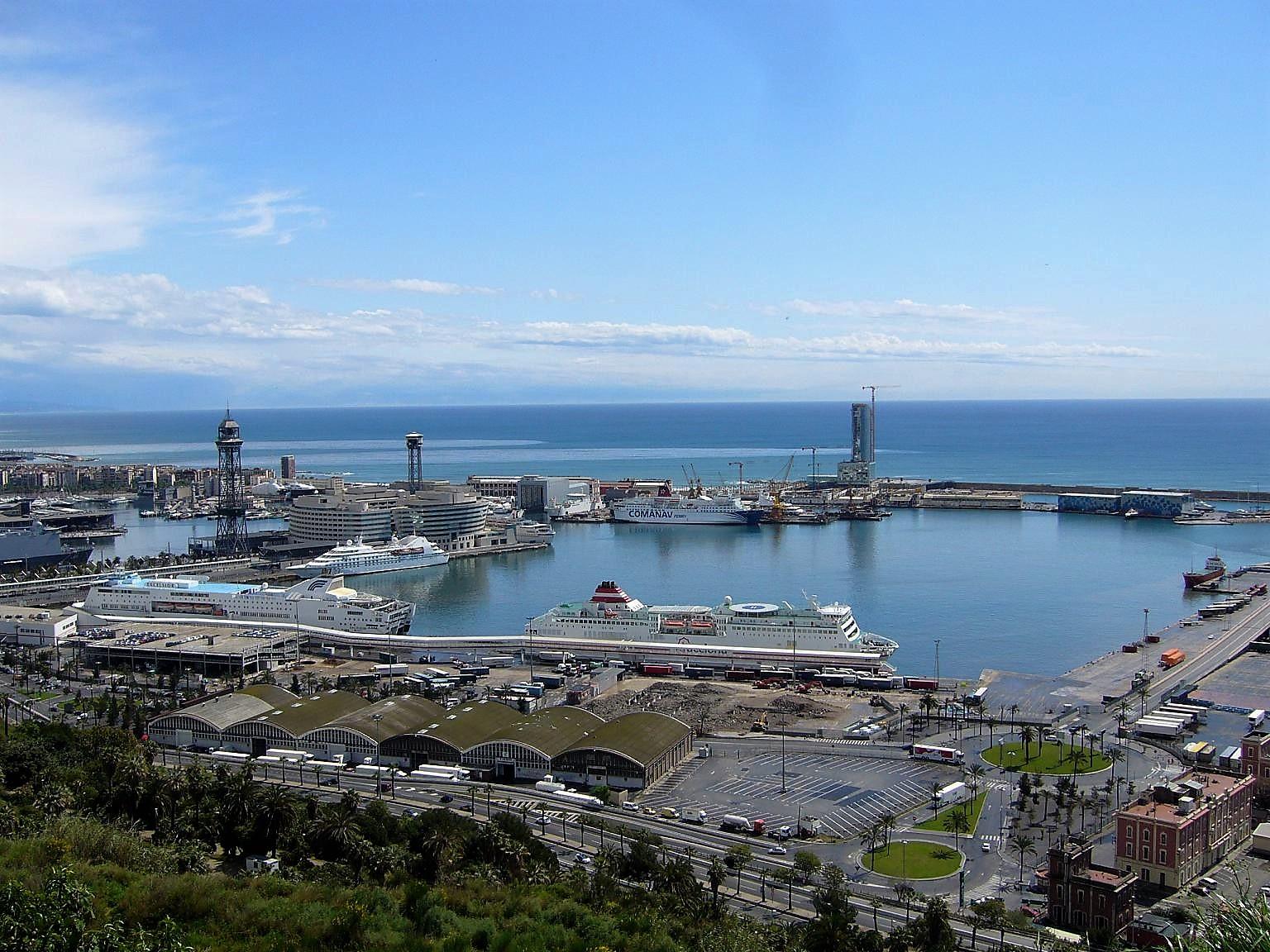 Depuis le panoramique vue sur un des ports de arcelone AVRIL 2009.JPG
