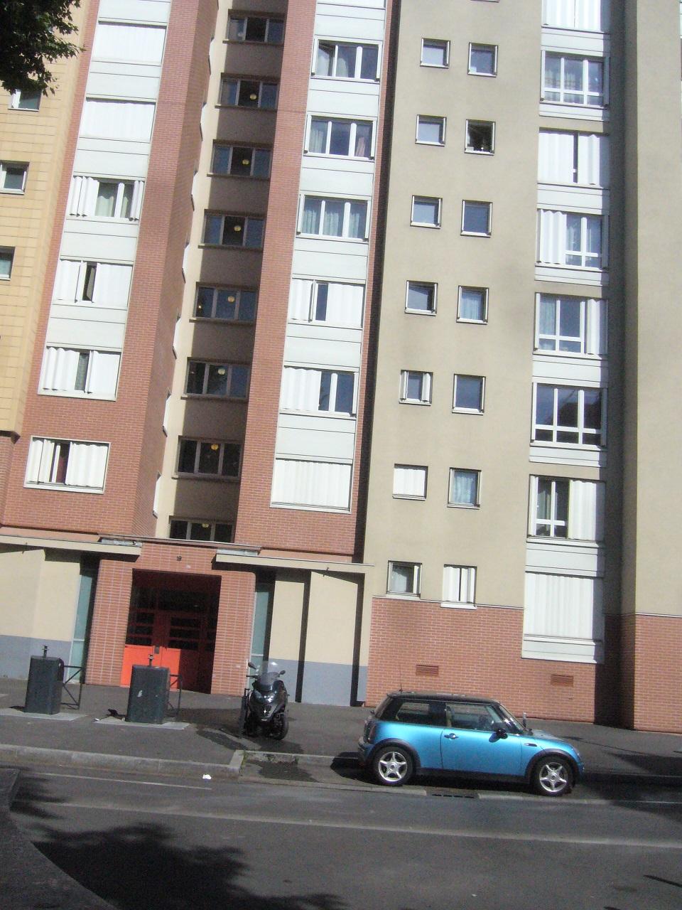 saint denis 12 immeuble rehabilite pres du centre social.jpg