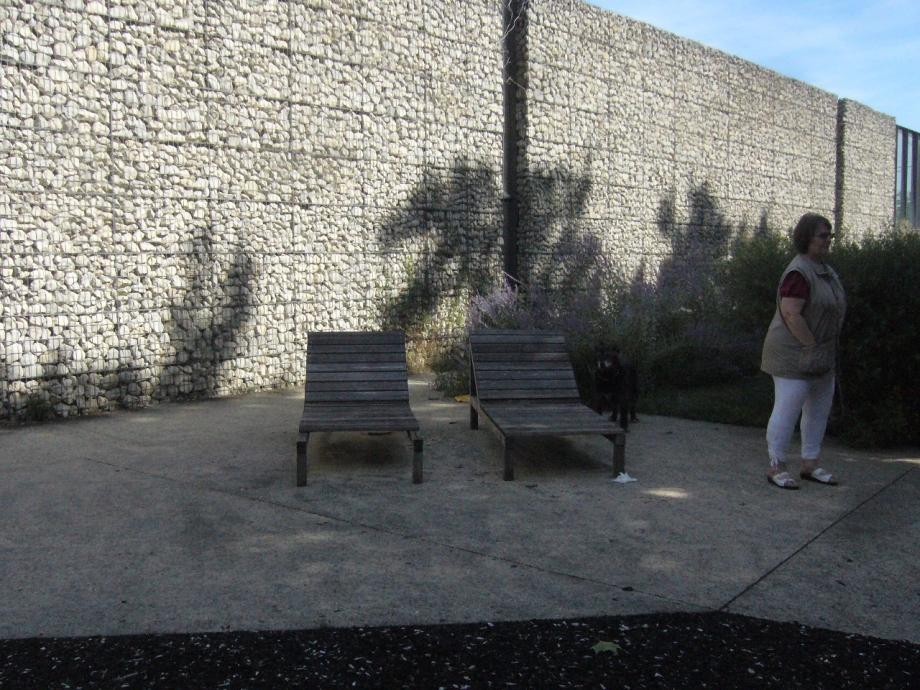 saint denis 15 mur anti bruit et devant transat bois le long de la promenade.jpg