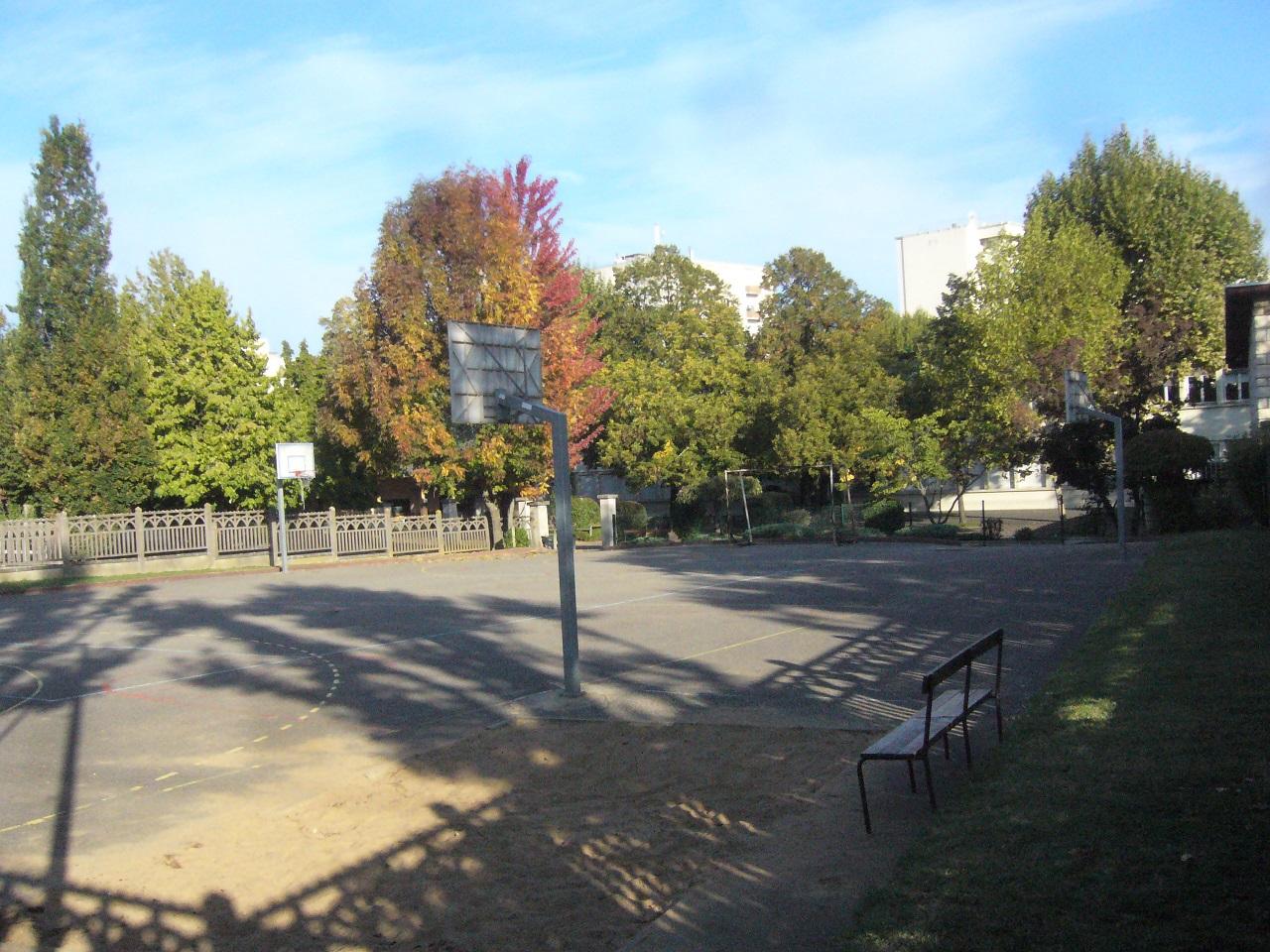 avenue lb autre cour école automne 2017.jpg