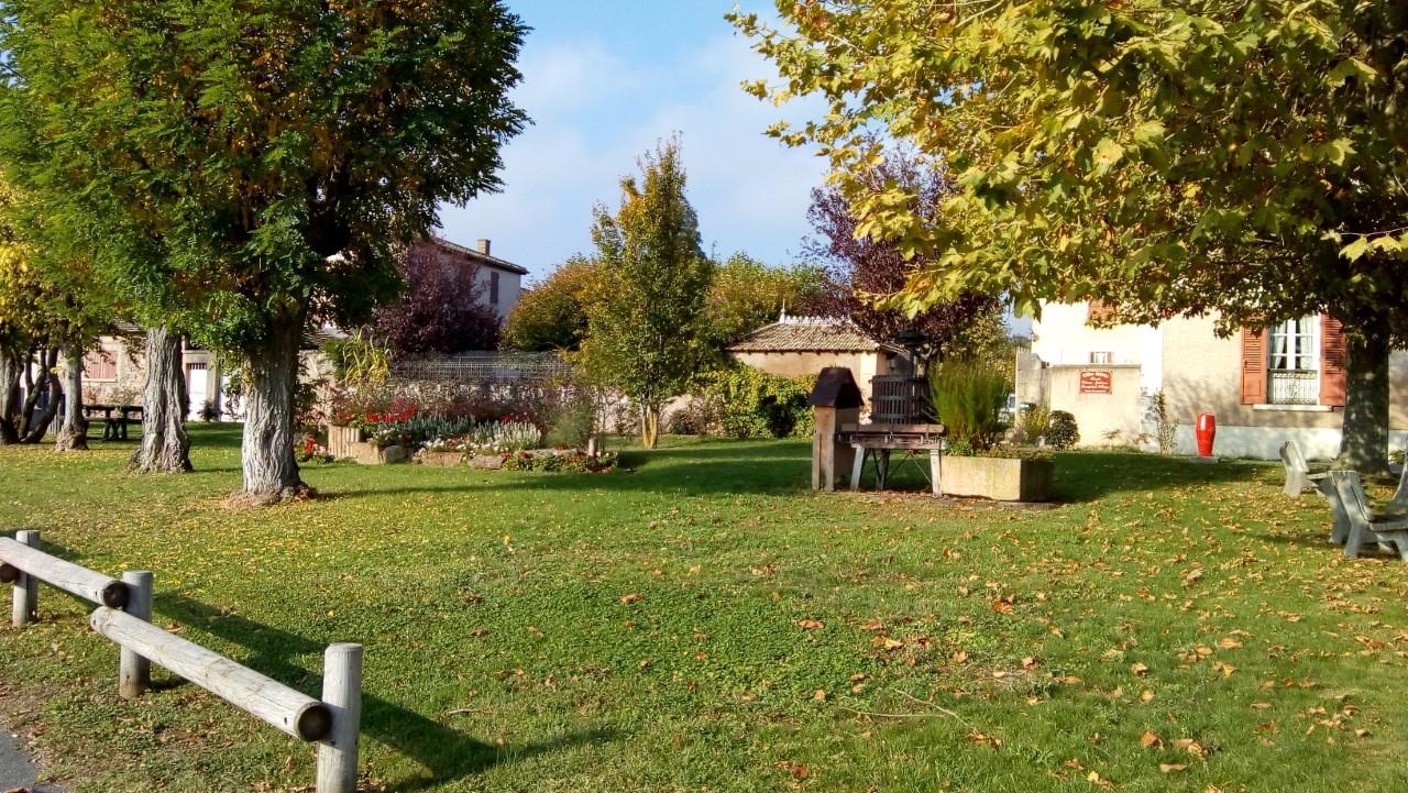 Fleurie village 1.jpg