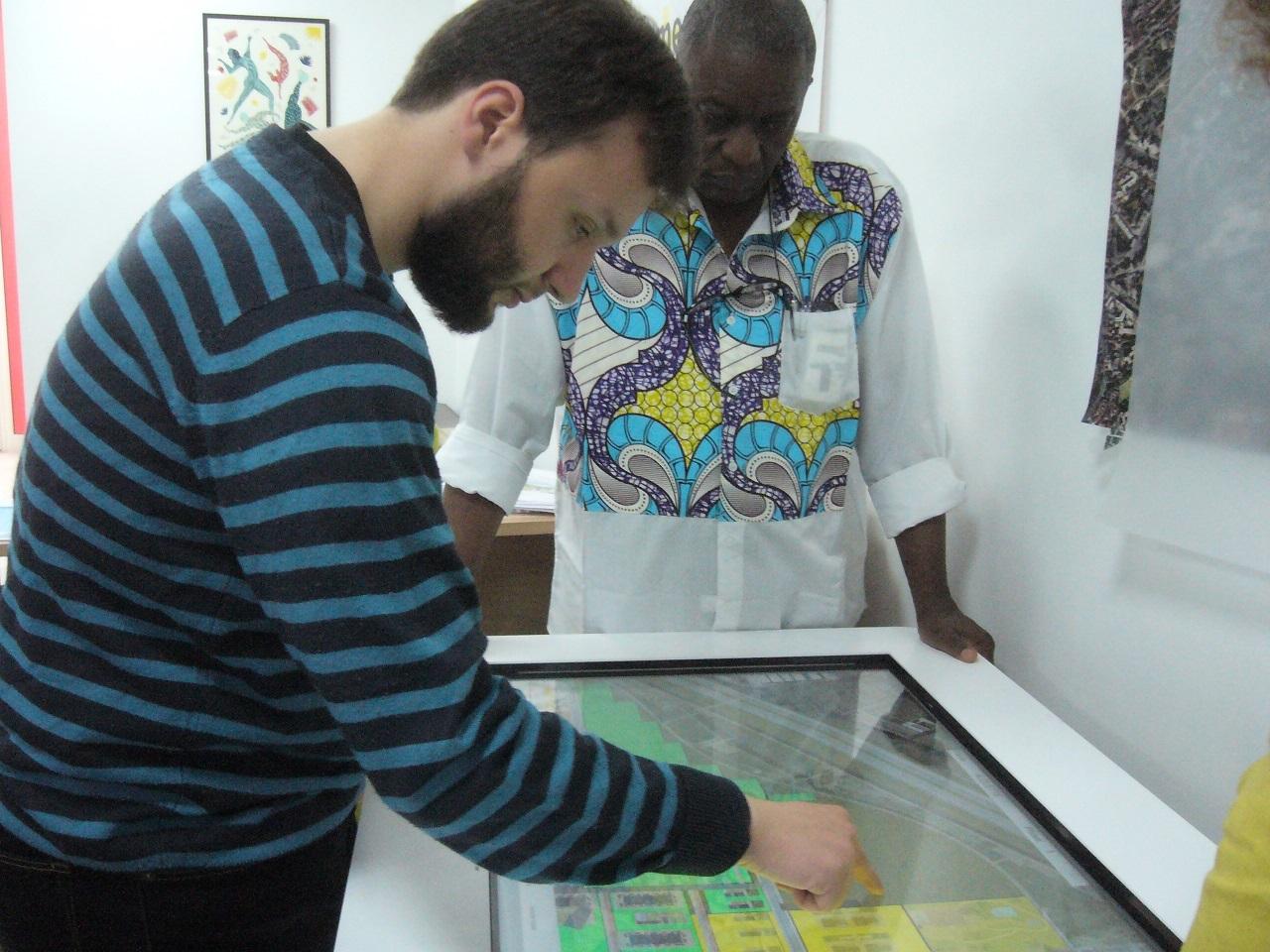 Nassim et Jean-Baptiste sur la table numérique.jpg